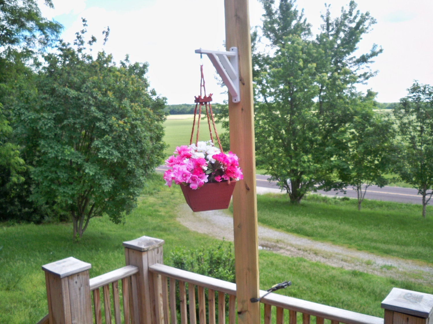 hanging flower pot planter deck hanging planter hanging. Black Bedroom Furniture Sets. Home Design Ideas