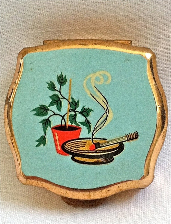 Vintage Stratton 1950s Portable Compact Pocket Ashtray. Lovely gift.