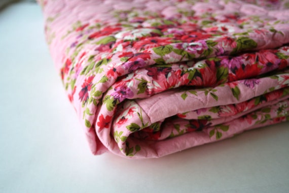 pretty in pink...beautiful vintage floral quilt bedspread