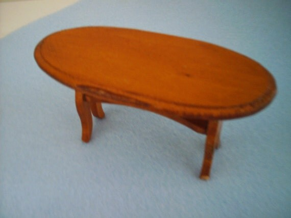 dollhouse OVAL  TABLE 4 1/4 x 2 x 2 inches