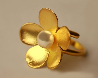 Hand made Silver gold plated flower ring with fresh water pearl