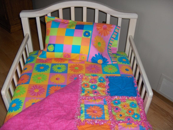 Toddler Bed or Crib CRAZY DAISY Fabric Baby Girl Set Rag Quilt Sheet & Case