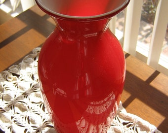 ILLUSTRATED MORETTI Cased Oxblood Vase by Noted Late Italian/American Glass Maestro Alessandro Moretti 1967; SIGNED