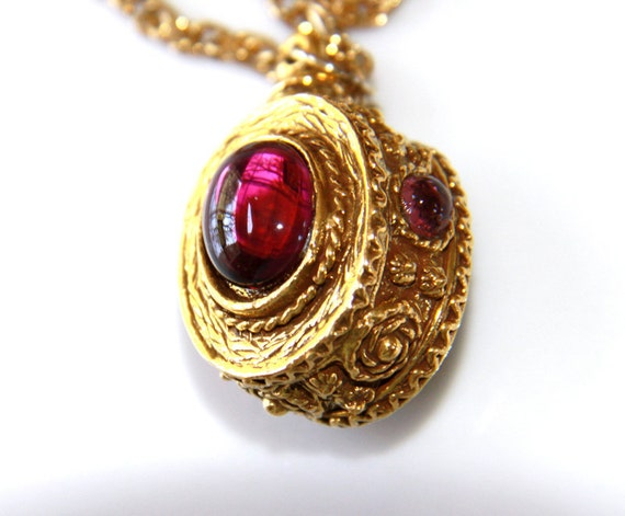 Purple Stones Necklace with Gold Tone Chain - Vintage - Baroque - Unusual