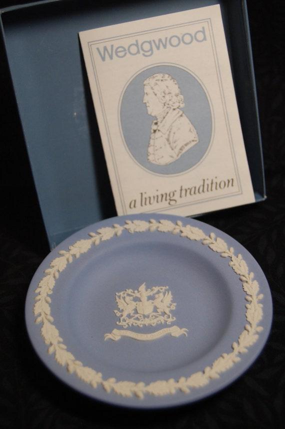 "1976 Wedgwood Jasperware Cream on Blue, ""City of London"" Crest, 4-1/4 "" Plate, Never Used"