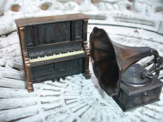 Cast Iron Piano and Gramophone, Doll House furniture, Miniatures set of 2,  phonograph, Durham Inc.