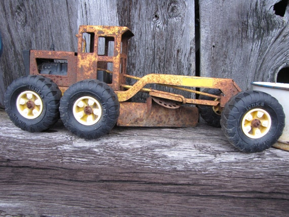Vintage Primitive Rusty Child's Tonka Road Grader Truck/Fall Trends/Brown/Rust/Yellow/Fall Wedding/Groom's Table
