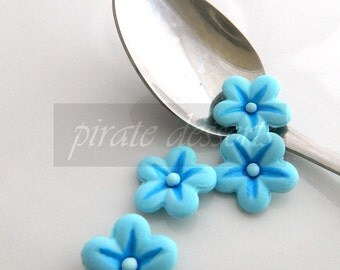 Berry Blue Sugar Flowers - Half inch (12mm) Fondant Blossoms - Edible cake decorations - Candy flowers - Cupcake toppers (Blue) (12 pieces)