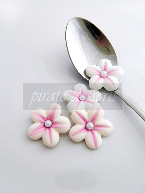 EDIBLE FLOWERS- Pink and White Sugar Flowers - 1 inch (25mm) Fondant Blossoms - Edible cake decorations (Pink/White) (12 pieces)