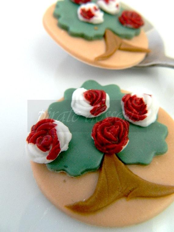 Edible Cake Decorations Alice In Wonderland : Edible Cupcake toppers Alice in Wonderland Painted RED ROSES