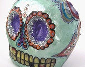 Cráneo Verde Claro (Light Green Skull with Purple Flower)