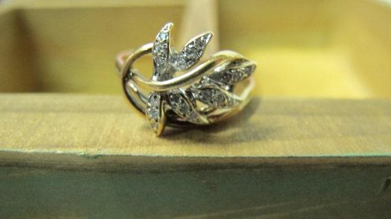 10KT Yellow Gold Vintage Diamond Leaf Design Ring Size 9