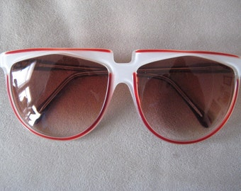 Vigneri Sunglasses  awesome  and unique frame design clear frame with white background and red accents  with rose fade lenses Vintage 1970's