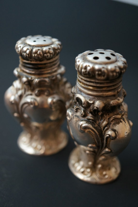 Uniquie Beautiful Detail Sterling Silver Salt & Pepper Shakers