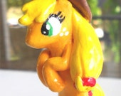 My Little Pony: Applejack custom keychain