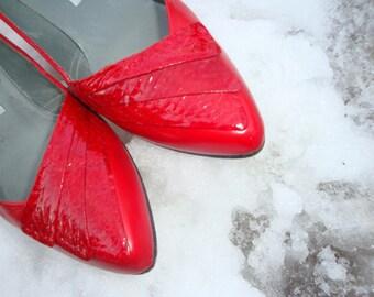 Vintage 1980's Red Snake Pumps // Liz Claiborne 1980's heels // Size 8
