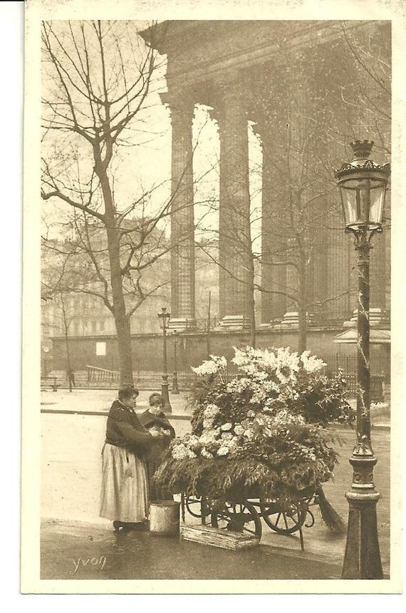 Postcard Vintage PARIS FLOWER LADY France Postcard Antique Lamp Post