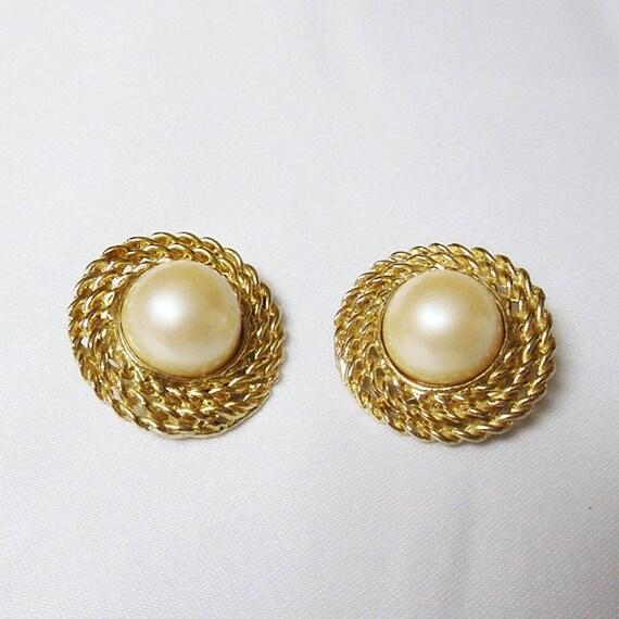 Gold/Pearl Earrings