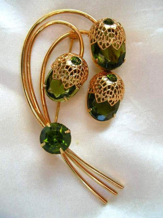 Vintage D&E for Sarah Cov Touch of Elegance Brooch Green Rhinestones Signed Pin Coventry Jewelry