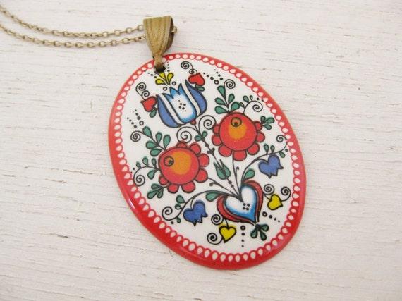 vintage 1960s enamel oval floral pendant. FLOWER CHILD.