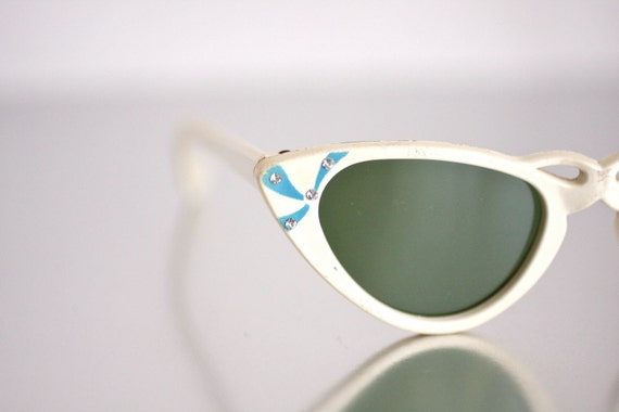 Vintage 1950s White Plastic Cateye Sunglasses with Rhinestones