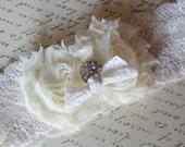 wedding garter / vintage style bridal garter / ivory lace garter /  garter /  rhinestone wedding / weddings garter