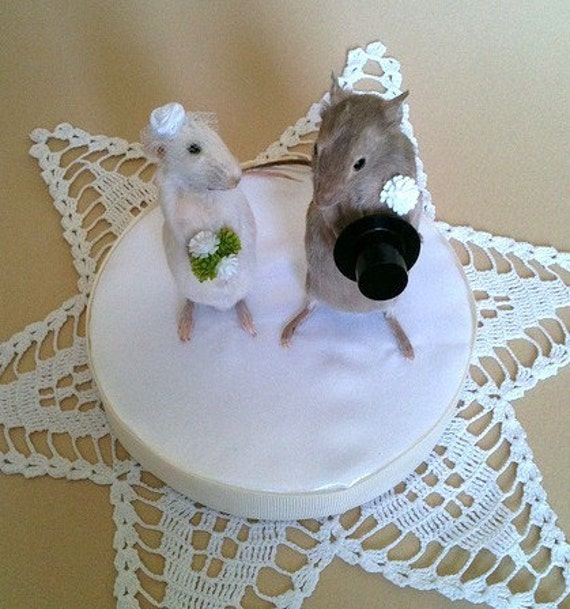 taxidermy mouse wedding cake topper taxidermy wedding mice cake topper by preciouscreature on etsy 20767