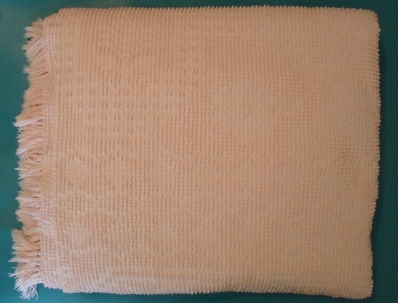 vintage soft pink full/queen size chenille bedspread or blanket