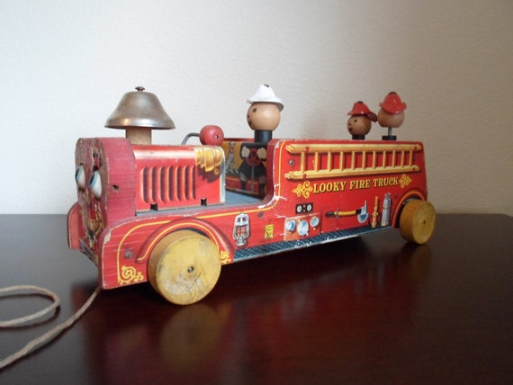 Vintage Fisher price Looky Fire Truck Made In USA  40s or 50s