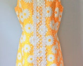 Vintage 50s 60s Yellow Dress with Daisies M-L