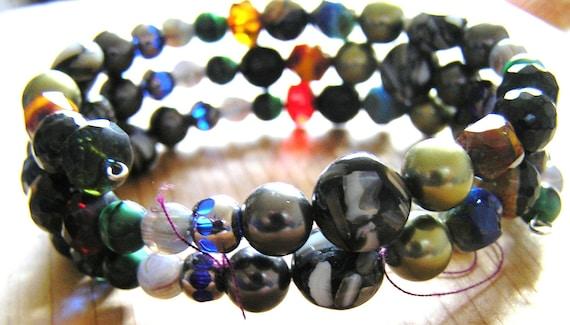 Agate, Onyx, Shell Pearl, Czech Glass Oval Memory Wire Bracelet
