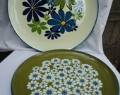 Set of two vintage floral serving platters