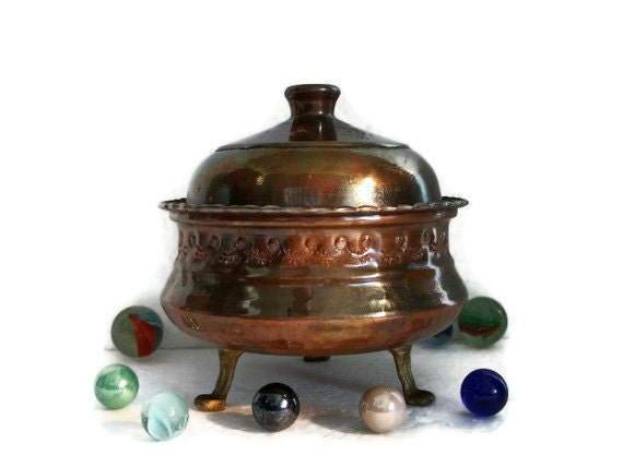 Majestic COPPER BOWL brass footed w LID Tinned butter dish Ruffled edge Hammered ornate body coffee table display metal hand crafts