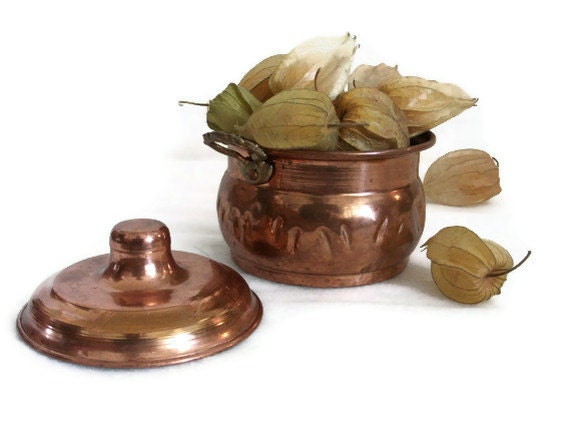 Vintage mini COPPER STOCK POT Hand crafted, hammered w brass handles, lid - Unique decorative cookware - Trinket, tidbit, nut dish metal box