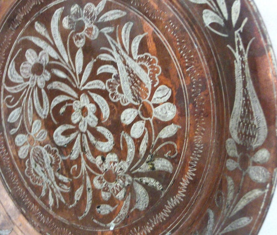 Copper WALL HANGING PLATE 9'' - Etched floral pattern tulips daisy flowers etching - Vintage home decor metal Middle Eastern art and crafts
