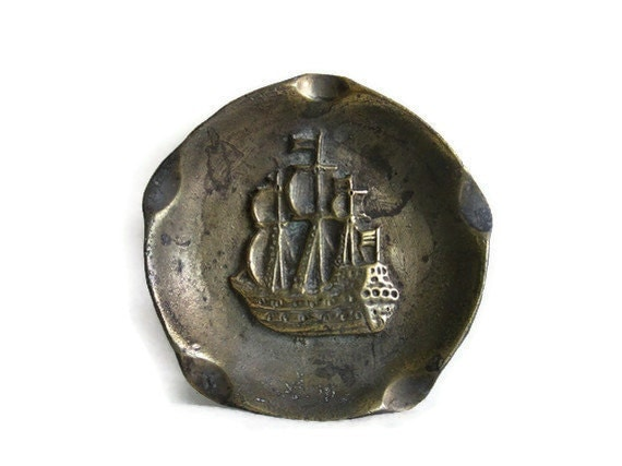 Ship relief Vintage BRASS ASHTRAY 3D Spanish war GALLEON - Solid cast metal Man of war, beautiful patina - Pirate home decor