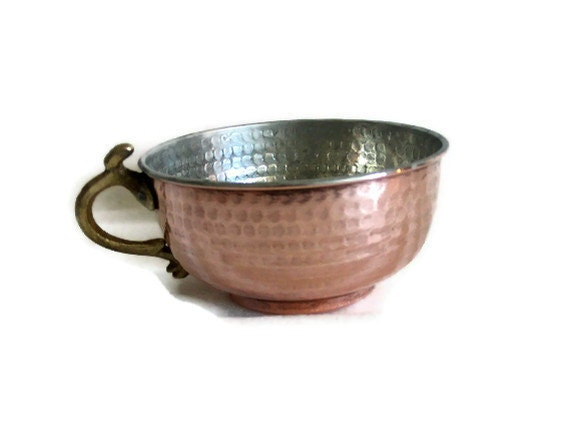 Hand HAMMERED solid COPPER fountain BOWL brass handled - Tinplate tinware pot - Trinket, earring holder dish Metal crafts vintage home decor
