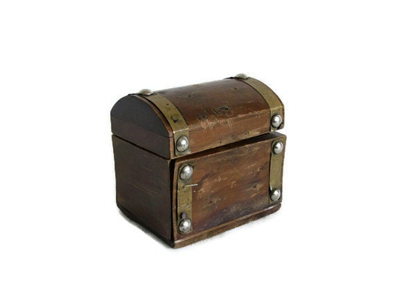 Rustic vintage wooden PIRATE TREASURE CHEST - Shiver me timbers trinket box - Hinged nautical jewelry case