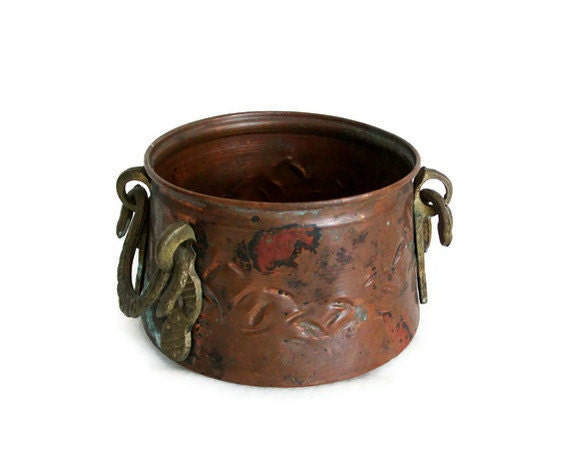 Vintage copper mini CAULDRON hand HAMMERED pot - Ornate brass handles - Unique cactus planter, candle holder - Cozy home decor botanical jar