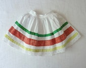 Vintage toddler skirt, 3T to 4T. White hippie dippy gathered circle skirt with green, red and yellow floral applique