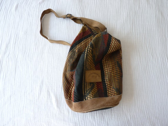 Vintage aztec bucket bag. VEGAN. Faux suede strap and bottom. Beautiful woven fabric, earthy colors