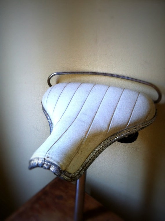 Vintage  white bicycle seat saddle springs beach cruiser schwinn