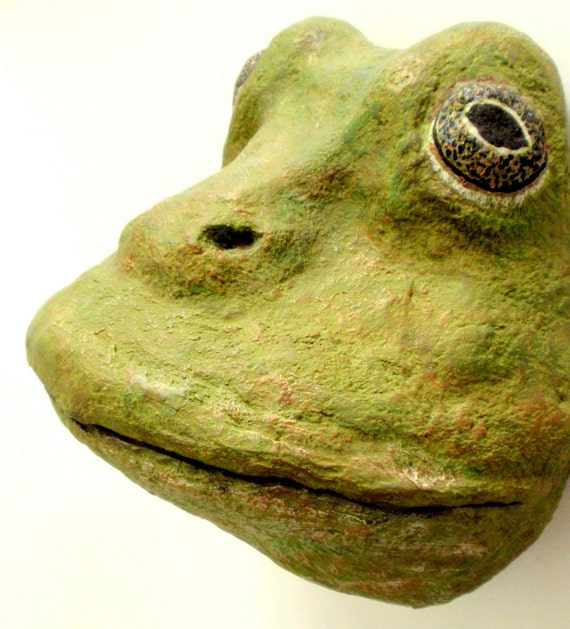 Frog-Reptile-Sculptured-Handmade-Paper Mache-Art-Mask