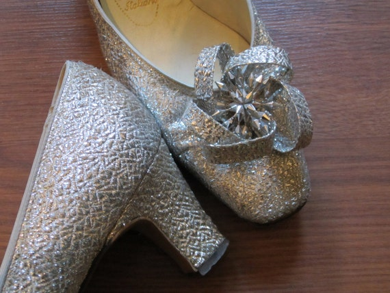 SALE: 1960s Silver Shoes - Wedding, Prom, Costume, Glamour, Burlesque - Vegan - Size 9.5