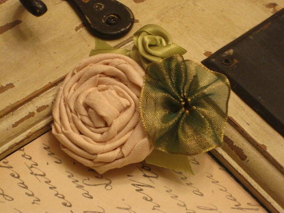 Vintage 1940's style hair clip. Handmade ribbon and fabric flowers. Vintage wedding style. Pin up girl hair clip.