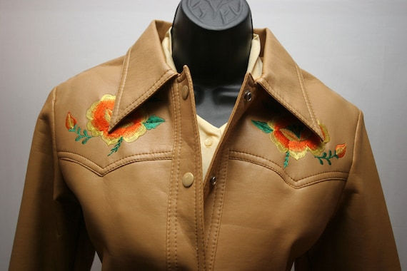 Women's Vintage 70's Tan Brown Vinyl Jacket Ladies Faux Leather Western Floral Embroidered Coat Size Small
