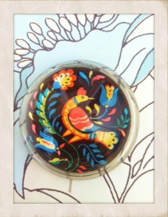 Pennsylvania Dutch Distelfink Bird Glass Paperweight