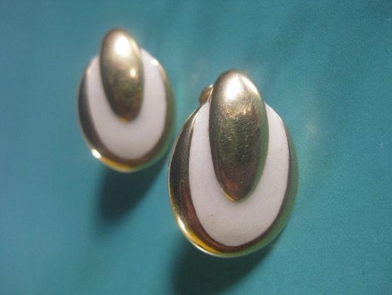 Vintage NAPIER 1955 oval Earrings white enamel and gold