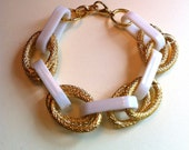 DANI: White Plastic and Gold Metal Link Bracelet