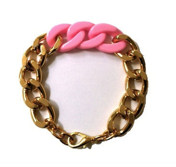 LYLA KAY: Pink Plastic and Gold Metal Chain Link Bracelet